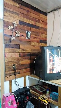Interesting Wooden Pallet Recycling Projects: This post is intended to provide you with all the amazing projects of recycled ideas for wooden pallet and give Recycled Pallet Furniture, Recycled Pallets, Wooden Pallets, Pallet Wall Art, Pallet Boards, Pallet Projects, Pallet Ideas, New Farm, Crates