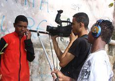 """A Oficina Tela Brasil, idealizada pelos cineastas Laís Bodanzky e Luiz Bolognesi, agora será ministrada em Barueri entre os dias 16 e 26. A oficina, que tem rodado todo o país, ensina técnicas de cinema gratuitamente. Os interessados em participar da oficina têm até o dia 08, sexta, para preencher ficha de inscrição no Centro...<br /><a class=""""more-link"""" href=""""https://catracalivre.com.br/geral/agenda/barato/oficina-tela-brasil-chega-a-barueri-inscreva-se/"""">Continue lendo »</a>"""