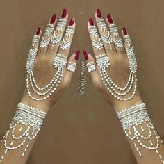 Explore latest Mehndi Designs images in 2019 on Happy Shappy. Mehendi design is also known as the heena design or henna patterns worldwide. We are here with the best mehndi designs images from worldwide. Mehndi Tattoo, Henna Mehndi, Arte Mehndi, White Henna Tattoo, Et Tattoo, Henna Art, Arabic Mehndi, Easy Mehndi, Mehndi Dress