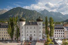"""Lienz, en la preciosa Austria, otro rincón inolvidable de este espectacular país centroeuropeo. Situada en el Tirol, rodeada de montañas (con pistas de esquí con nieve permanente todo el año) es un lugar perfecto para servir de """"base de operaciones"""" en nuestras excursiones visitando esta bonita región. #lienz #austria #europa #viajar #viajes #turismo #travel #trip #vega #ocio"""