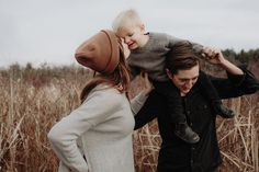 Large Family Poses, Family Posing, Family Portraits, Autumn Family Photos, Family Pictures, Family Photo Colors, Sibling Poses, Toddler Photography, Family Photo Sessions