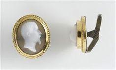 Parures et bijoux des musées nationaux de Malmaison et du palais de Compiègne, notice - Paire de boutons de manchettes ovales aux profils de NapoléonIII et d'Eugénie