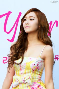 Jessica SNSD. Beautiful face structure......