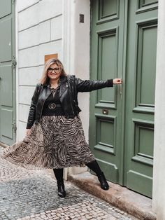 plus size outfit with dress and leather jacket by @elabonbonella Plus Size Looks, Plus Size Outfits, Plus Size Fashion, Fashion Beauty, Leather Jacket, Blog, How To Wear, Jackets, Dresses