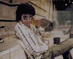 引き続き「Thriller期」を。こちらはすべてCollor !(この写真の女の子とのエピソード)マイケルのみのレコーディング風景Behind the s...