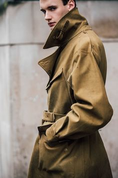 Our photographer Jonathan Daniel Pryce captures the strongest looks on the street at London Fashion Week Men's Fall/Winter Fashion Week Hommes, La Fashion Week, London Fashion Week Mens, Mens Fashion, Luxury Fashion, Cool Street Fashion, Street Style, Mens Fall, Men Street