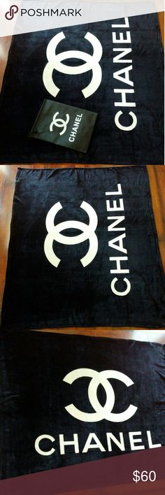New CHANEL Fleece Blanket New with dust bag 130x150cm Very beautiful soft plush blanket CHANEL Other