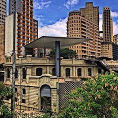 """<b>A segunda parte do post <a href=""""http://www.buzzfeed.com/irangiusti/lugares-em-sao-paulo-que-vao-fazer-voce-se-sentir-um-turista#.vkBjO7bPNR"""">30 lugares deslumbrantes em São Paulo que vão fazer você se sentir um turista</a></b>"""
