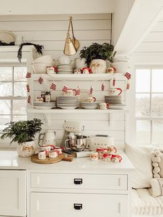 Essential things for inspirational elegant christmas kitchen decor ideas 36 – fugar Cozy Christmas, Rustic Christmas, Vintage Christmas, Christmas Trees, Outdoor Christmas, Christmas Pictures, Diy Christmas Kitchen Decor, Christmas Shopping, Apartment Christmas Decorations