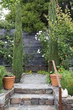 Curb Appeal black horizontal slat fencing ; using 2-by-2 slats of wood. | Gardenista