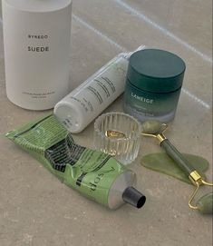 Beauty Care, Beauty Skin, Skin Care Routine For Teens, Fashion Design Inspiration, Slytherin, Shades Of Green, My Favorite Color, Aesthetic Pictures, Self Care
