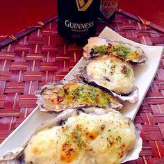 """意外な穴場「生牡蠣」! アイルランドの隠れた名産で西海岸のゴルウェイでは毎年9月にオイスターフェスタが開かれるくらいの人気だそうです行ってみたぁい 生牡蠣は昨日食べたので、今宵はグラタンとエスカルゴ風❗殻剥いて貰ってたので焼くだけ アイルランドといえば、ギネスの黒ビールが世界的に有名 - 84件のもぐもぐ - wait a moment☝""""Oyster gratinちょっとこれで待っててね牡蠣グラタン 豆乳ベシャメル&エスカルゴ風♨ by honeybunnyb"""