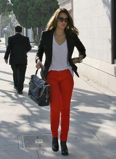Love the outfits of Jessica Alba? Her red pant and booties are pretty fabulous, we shall say! She looks always amazing!
