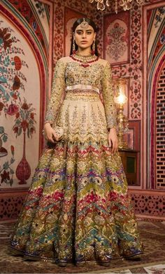 Here are the latest Pakistani bridal lehenga choli designs which includes different styles of choli, mid-length kurti, knee length kurti and long kurti with lehenga. Pakistani Bridal Lehenga, Designer Bridal Lehenga, Pakistani Dresses, Indian Dresses, Lehenga Choli Wedding, Bridal Dupatta, Walima Dress, Pakistani Clothing, Latest Bridal Dresses