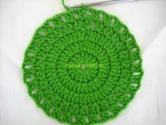 Paula Mengual Tejidos de Autor: Tutorial Agarradera de frutilla (Crochet) Crochet Bow Pattern, Crochet Bows, Crochet Flowers, Knit Crochet, Newborn Crochet, Knitting, Hats, Fabric, Dish Towels