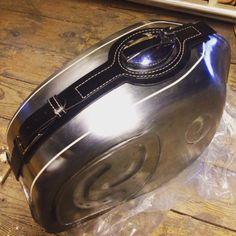 Bmw series, leather tank belt Cafe Racer e Scrambler. R65, R1200r, Scrambler Cafe Racer, Ducati Scrambler, Cb750, Cafe Racers, Custom Bmw, Custom Bobber, Bmw R45