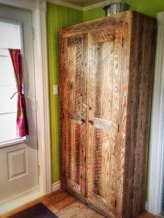 Armoire en bois de grange réalisée par Espace-Bois.  Reclaimed wood cupboard made by Espace-Bois.  #gardemanger #barnwood #rustic #woodworking #pantry #reclaimedwood
