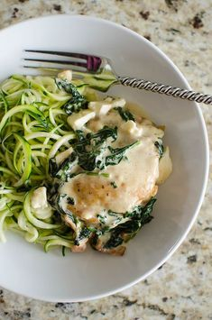 Bacon Spinach Feta Chicken - low carb and keto recipe! Crispy chicken thighs in a delicious feta sauce with bacon and spinach! 30 minute meal, perfect for weeknights! Spinach Feta Chicken, Spinach And Feta, Banting Recipes, Low Carb Recipes, Ty Food, 30 Minute Meals, Crispy Chicken, Keto Meal, Chicken Thighs