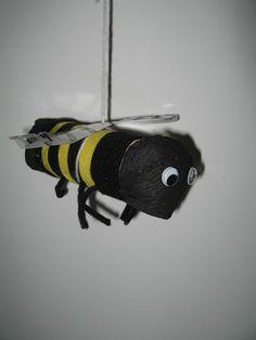 Juf Sanne Lesidee: insecten ruimtelijk knutselen, kringactiviteiten, woordkaarten, stempelkaarten, werkbladen, lessen, thema, knutselen, idee, ruimtelijk, platte vlak, kring, hoek inrichten