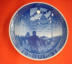 "1937 ROYAL COPENHAGEN RC CHRISTMAS PLATE ""Christmas in Main Street "" in Collectibles, Decorative Collectibles, Decorative Collectible Brands 