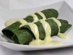 Špenátové palacinky so syrovou omáčkou • Recept | svetvomne.sk Asparagus, Green Beans, Zucchini, Ale, Sausage, Food And Drink, Meat, Vegetables, Foods