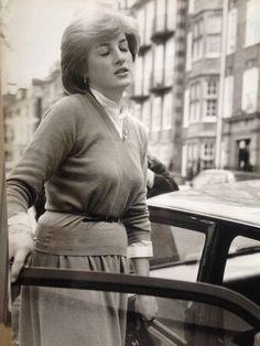 PRINCESS DIANA LONDON WORKING GIRL PHOTO 1980 Demure Rare Press