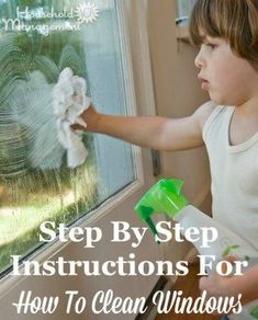 Step by step instructions for how to clean windows like an expert {on Household Management 101} #CleaningTips #CleaningHacks #HowToClean Window Cleaning Tips, House Cleaning Tips, Diy Cleaning Products, Cleaning Solutions, Spring Cleaning, Cleaning Hacks, Arm And Hammer Super Washing Soda, Clean Baking Pans, Window Cleaner