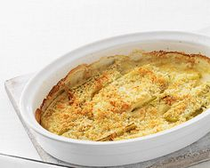 Make vegetables more than just a sideline with this creamy leek gratin recipe - use veggie Parmesan to satisfy vegetarian guests, too. Leek Recipes, Side Recipes, Veggie Recipes, Vegetarian Recipes, Cooking Recipes, Savoury Recipes, Dinner Recipes, Veg Dishes, Savoury Dishes