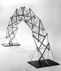 photo of arch designed by Kenneth Snelson