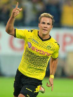 Mario Gotze - Dortmund Football Soccer, Football Players, Mario Gotze, The Sporting Life, Soccer Pictures, Sports Stars, Photo Quotes, Super Mario, Team Logo