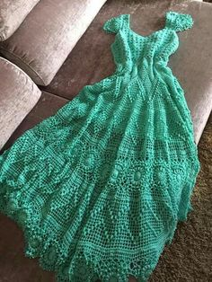 Magy Nava's media content and analytics Crochet Baby, Knit Crochet, Crochet Sweaters, Ladies Tops Patterns, Nice Dresses, Summer Dresses, Lace Tee, Crochet Blouse, Top Pattern