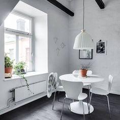 Runda bord är definitivt mer sällskapsvänliga! Håller ni inte med? | Birger Jarlsgatan 102B