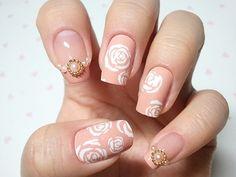 romantic roses Glambistro nails