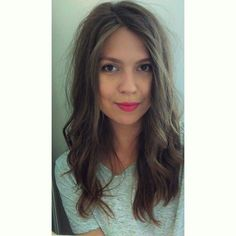 Hair light brown simple grey tshirt pink lips make up wavy middle short