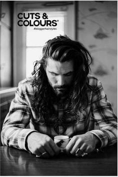 Het haar mag dit najaar gewoon los en nonchalant gedragen worden. Voor de mannen met lang haar de boodschap: Heb jij lang haar? Draag het juist los!