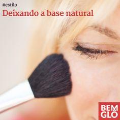 Na hora da maquiagem, a base é sempre um item que gera muitas dúvidas. Vem descobrir nossas dicas para ficar linda sem perder o ar natural da pele! :)