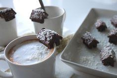 Jouluinen raakasuklaatalo/ Chocolatehouse for Christmas.