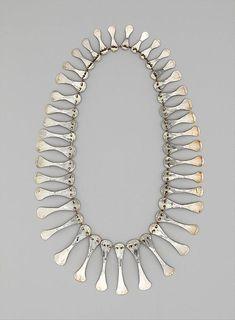 margadirube:  blueberrymodern:alexander calder silver necklace, 1940 - metropolitan museum of art