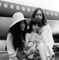 Yoko Ono Daughter | ... yoko ono at heathrow airport with yoko s five year old daughter kyoko