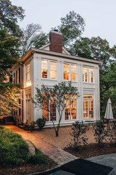 Side Yard Real Estate: Commonly side yard real estate is ignored. Perhaps a nod Dream House Ideas Commonly Estate Nod real Side yard Modern Farmhouse Exterior, Rustic Farmhouse, Colonial Exterior, Farmhouse Design, Farmhouse Ideas, Exterior Windows, Farmhouse Windows, Modern Colonial, Rustic Exterior