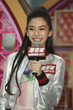 (MSN) At a celebration event for the lunar New Year, Angelababy made a wish for a monkey baby.   http://www.chinaentertainmentnews.com/2016/01/xiaoming-unhappy-angelababy-kissed.html