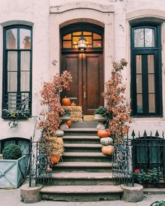 New York Neighbourhood Guides: The West Village (WORLD OF WANDERLUST). Fall inspiration and photo ideas. Things to do during fall. West Village, New York Neighborhoods, World Of Wanderlust, Wanderlust Travel, Autumn Aesthetic, Best Seasons, Autumn Home, Autumn Fall, Hello Autumn
