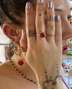Dainty Tattoos, Pretty Tattoos, Mini Tattoos, Cute Tattoos, Small Tattoos, Tatoos, Unique Small Tattoo, Unique Tattoos, Manos Tattoo