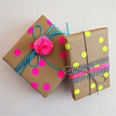Mum Birthday Gift, Birthday Gift Wrapping, Christmas Gift Wrapping, Gift Wrapping Ideas For Birthdays, Creative Gift Wrapping, Creative Gifts, Creative Gift Packaging, Gift Wraping, Pom Pom Crafts