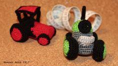 zwei kleine, gehäkelte Traktoren von #weanerantn Crochet Earrings, Jewelry, Tractors, Jewels, Schmuck, Jewerly, Jewelery, Jewlery, Fine Jewelry