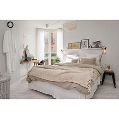 Bedroom styling for @alvhemmakleri | #interiorinspo #interiordecor #interiordesign #bedroom #bedroominspo #scandi #immyandindi #homedecor