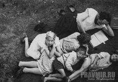 Florenskij con i figli nel giardino di casa, Sergiei Posad 1932