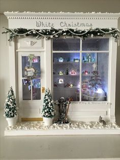 Dollhouse Miniature White Christmas