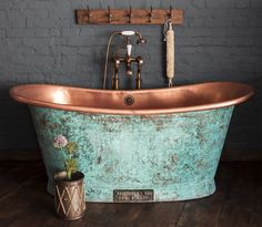 Copper bath tub, to bring country style to your vintage home decor Copper Bathtubs, House Bathroom, Copper Bath, Copper Tub, House Interior, Bathroom Design, Bathroom Decor, Bathtub, Beautiful Bathrooms