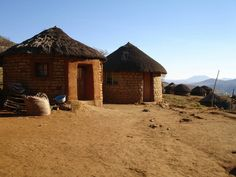 Pictures of Africa: Typical huts, Lesotho, Southern Africa African Hut, African Name, Volunteer In Africa, Vernacular Architecture, Out Of Africa, Travel Companies, Rest Of The World, Beautiful Places To Visit, Africa Travel